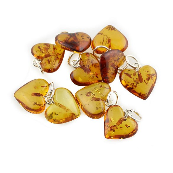 Borostyán szív medál, csiszolt, 12x11x5 mm 925-ös ezüst szerelékkel