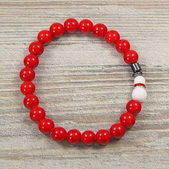 Egyedi ásvány karkötő: 8 mm-es, festett, piros jade, hóemberes díszítéssel
