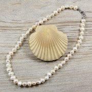 Barokk, fehér tenyésztett gyöngy nyaklánc, 8,5-9,5 mm, 40 cm