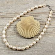 Rizsszemű, fehér tenyésztett gyöngy nyaklánc, 9,5-10,5 mm, 40 cm