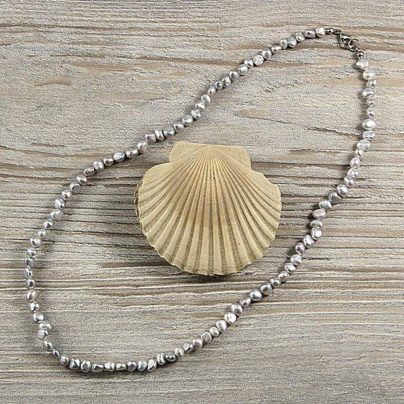 Barokk, szürke tenyésztett gyöngy nyaklánc, 5-6 mm, 50 cm