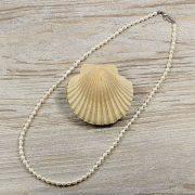 Rizsszemű, fehér tenyésztett gyöngy nyaklánc, 4-5 mm, 50 cm