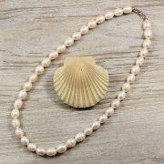Rizsszemű, fehér tenyésztett gyöngy nyaklánc, 9,5-10,5 mm, 50 cm